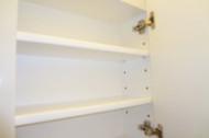 H邸トイレ収納棚板